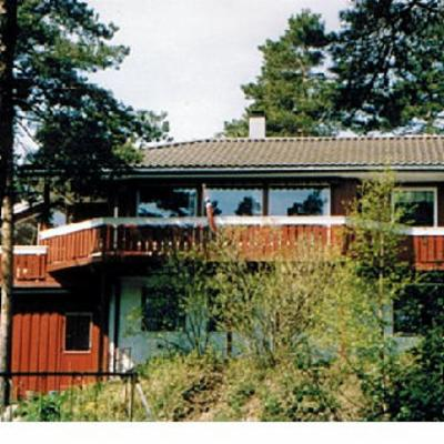 House seen from the forrest / sea-side
